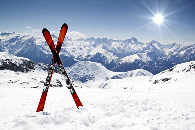 Jedziesz na narty? Pamiętaj, EKUZ zmniejsza tylko koszty leczenia za granicą