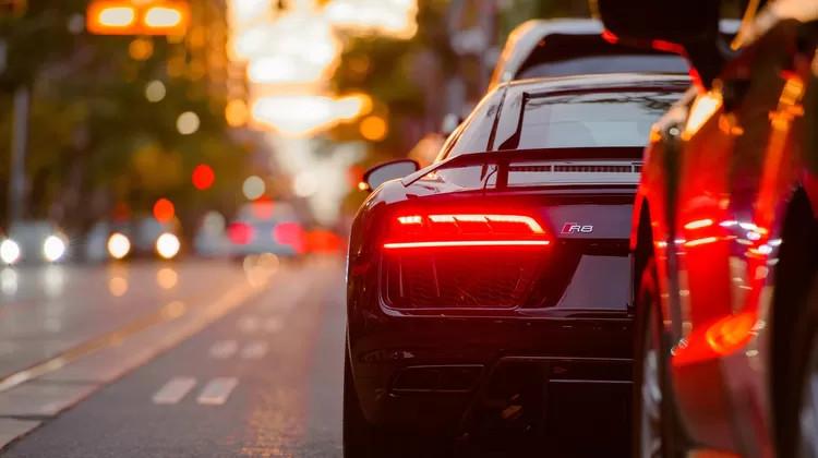 Jesienią niebezpiecznie na drogach. Kierowco, czy masz odpowiednie ubezpieczenia komunikacyjne?